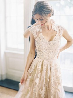 Boutique Champagne Tulle Appliques Lace V-neck Sweep Train Wedding Dresses in UK