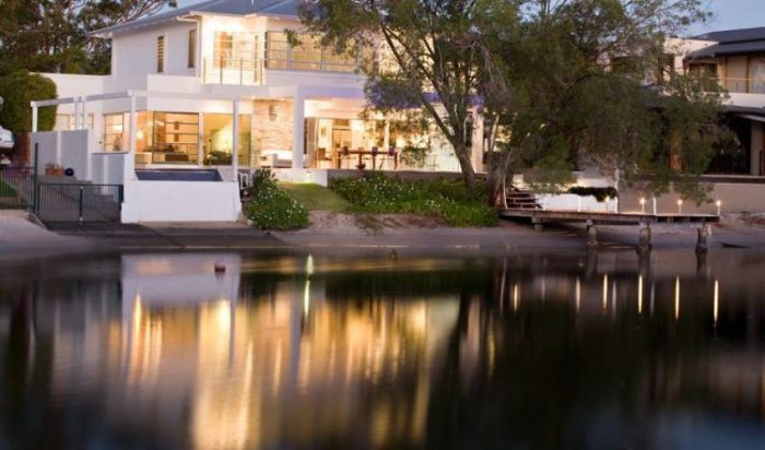 4 Bedroom Waterfront Holiday Home with Pool in Noosa Sound, Australia